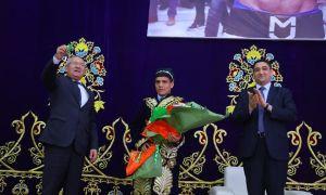 Муроджон Аҳмадалиев Наманганда тантана билан кутиб олинди. Унга яна битта машина берилди (Фото)