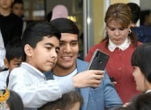 Муроджон Ахмадалиев встретился с учениками 234-школы