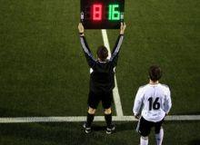 Международный совет футбольных ассоциаций продлил действие правила пяти замен до конца сезона-2020/21.