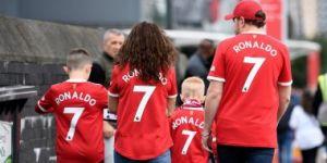 """""""Манчестер Юнайтед"""" Роналдунинг футболкаси савдосидан қанча пул ишлаб топди?"""