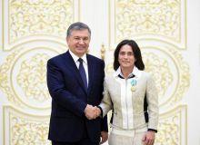 Шавкат Мирзиёев наградил Оксану Чусовитину почётным званием «Узбекистон ифтихори»