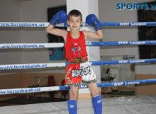 Десятилетний боец Узбекистана одержал победу в Таиланде