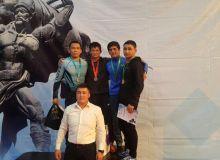 Эркин курашчиларимиз Бишкекдан учта медал билан қайтишди