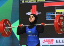 Кумушхон Файзуллаева завоевала три медали чемпионата мира