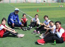 В Фергане организован фестиваль футбола среди девочек