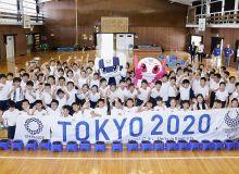 Японияда мактаб ўқувчилари Токио-2020 учун махсус гул экишмоқда
