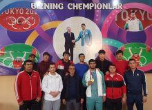 Олимпийский чемпион Токио-2020 Акбар Джураев встретился с молодёжью Самарканда