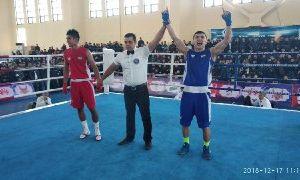 Батуров победил Холдорова в финале чемпионата страны по боксу
