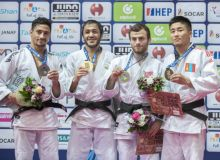 Uzbekistan's Sharafuddin Lutfillaev claims a gold medal at the Zagreb Grand Prix 2019