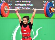 Муаттар Набиева завоевала три бронзовые медали ЧА по тяжелой атлетике