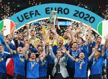 Европа чемпиони бўлган футболчи дарров МЮдан таклиф олди
