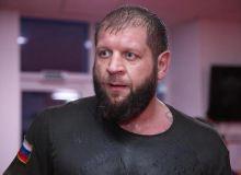 Александр Емельяненко пауэрлифтингчи билан жанг қилади