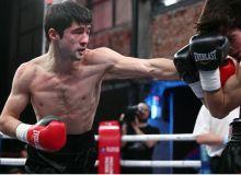 Равшан Умрзаков одним ударом справился с боксером Украины
