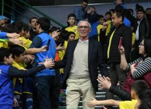 Hector Cuper and Uzbek football stars meet young players