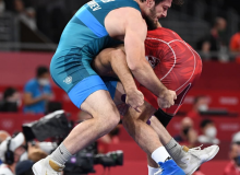 Javrail Shapiev struggles with Russian wrestler to win Olympic bronze medal