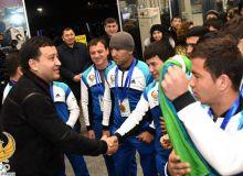 Сборную Узбекистана по хоккею на траве торжественно встретили в Ташкенте