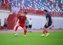 Виктор Джалилов протестировал основную и молодежную команды «Навбахора»