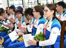 Победителям и призерам Параазиатских игр вручили государственные награды