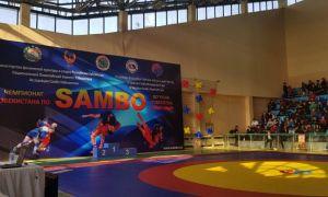 Молодые самбисты Узбекистана участвуют в чемпионате страны