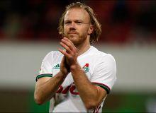 УЕФА кубогини кўтарган ва Блаттер билан қўл сиқишаётган Денисов (ФОТО)