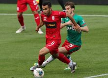 Oston Urunov receives Player of the Month award in FC Ufa