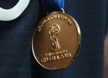 """Ана холос! Франция терма жамоаси аъзоси """"ЖЧ-2018""""даги олтин медалини сотиб юборди"""