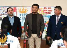 Умид Ахматджанов передал в библиотеку РСШИОР книги