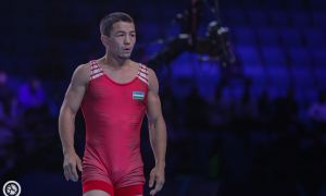Elmurat Tasmuradov claims his fifth gold medal at the Asian Wrestling Championships
