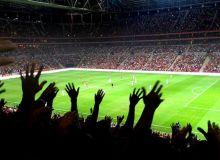 УЕФА Суперкубогида ҳам мухлис майдонга тушиб кетди (видео)