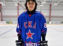 Молодой хоккеист из Узбекистана Салохиддин Азимов подписывает контракт с российским клубом