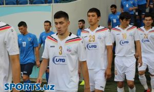 FC Bunyodkor player Akrom Komilov signs a contract with FC Pakhtakor