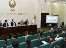 Организован научный семинар для тренеров с участием профессора из России