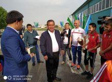 Андижон вилояти ҳокими чемпион футболчилар билан учрашди