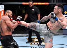 """""""UFC 259"""". Асосий карддан ўрин олган илк жанг тўлиқ давом этди"""