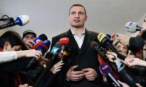 Виталий Кличко журналистга ҳужум қилди...Томоша қилинг!