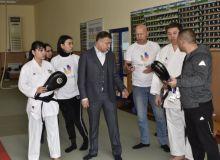 Ўзбекистонда илк маротаба каратэчиларимизга инновацион жанг симулятор панжаси тақдим этилди