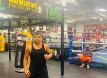 Профессионал боксчимиз Ботирали Мамажонов рақибини нокаутга учратди (Видео)