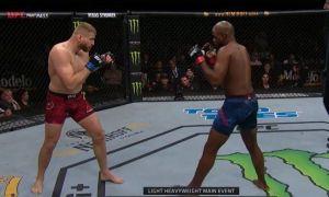 UFC Fight Night 167 турнири марказий жангидаги нокаутни томоша қилинг