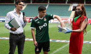 Uzbekistan wonderkid Jasur Jaloliddinov meets Lokomotiv Moscow fans