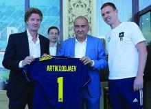 Хоким города Ташкента Жахонгир Артыкходжаев встретился с руководством футбольного клуба «Пахтакор»