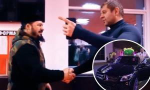 Александр Емельяненко гаровга машинасини тикди