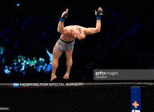 """UFC 257"": ""Беллатор"" собиқ чемпиони Хукерни илк раунддаёқ супер нокаутга учратди (видео)"