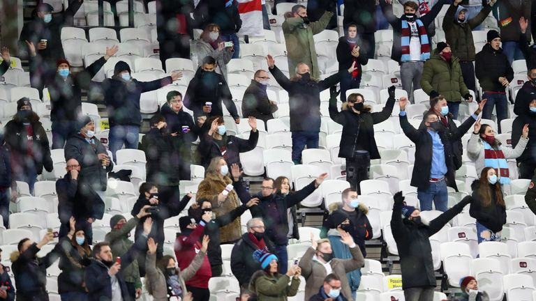 skysports-west-ham-supporters_5196420_1