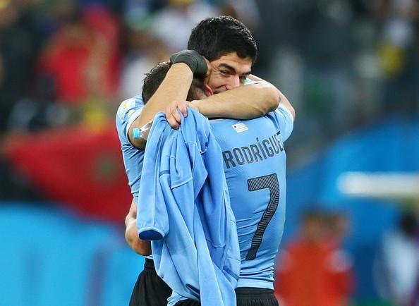 Luis+Suarez+Cristian+Rodriguez+Uruguay+v+England+ktpTrk1_xEel
